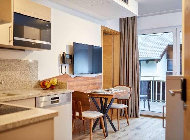 Wohnbereich mit Schreibtisch Apartment Classic - Slider05